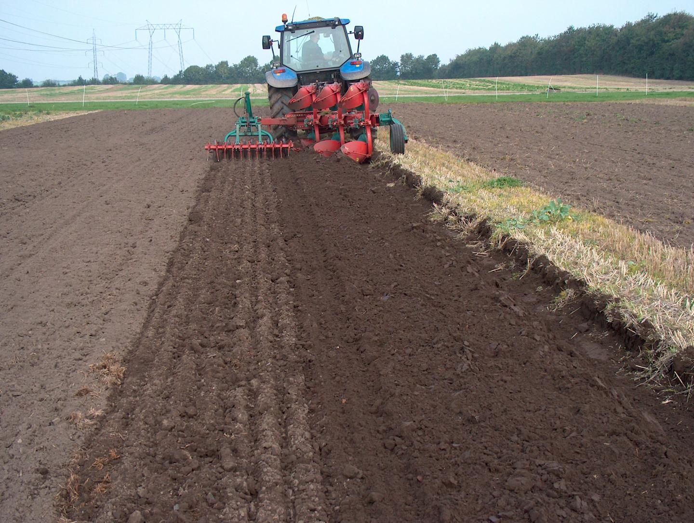 Moldboard tilling image eurekalert science news for Preparation of soil
