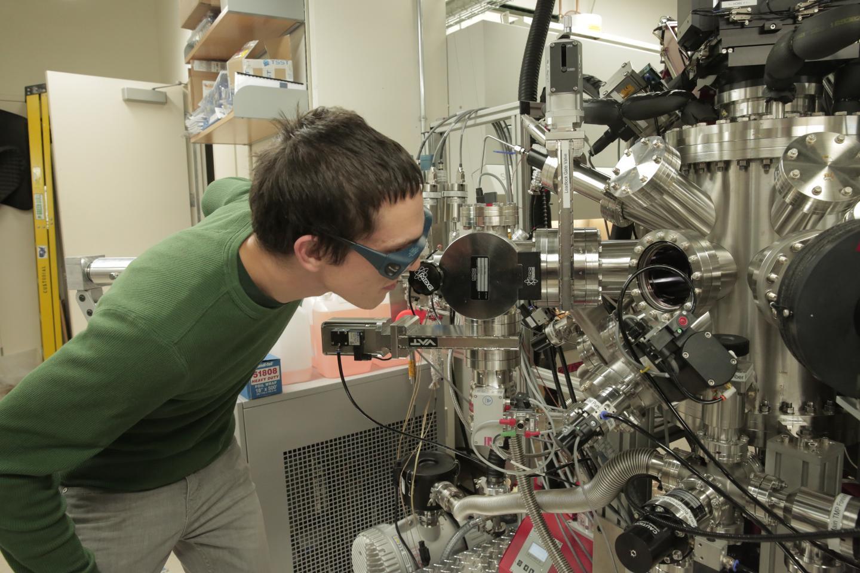 Material 'magnetoeléctrico' promete ser una memoria para la electrónica