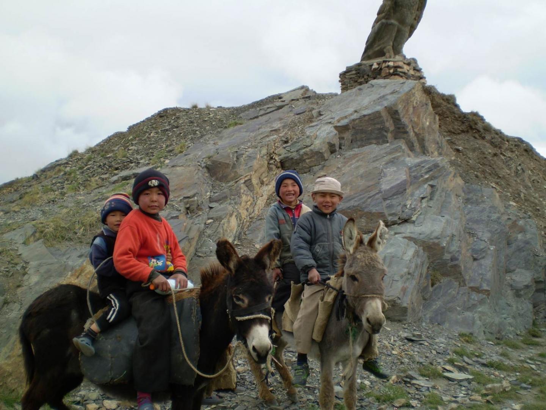 Children from one of the Tajikistan communities included in the study. Credit: Elena Balanovska