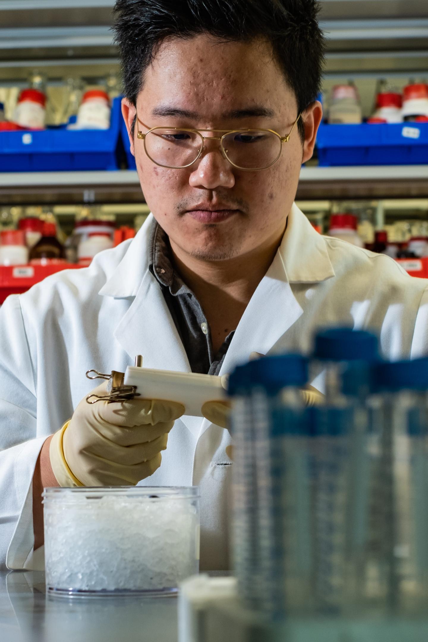 Molecular bait can help hydrogels heal wounds   EurekAlert! Science News