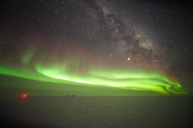 Antarctic: The IceCube neutrino experiment is growing | EurekAlert! Science News