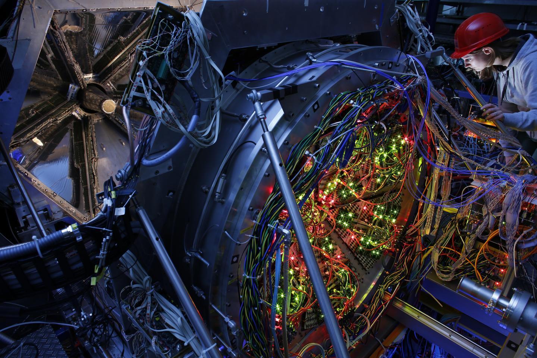 Temperatures of 800 billion degrees in the cosmic kitchen | EurekAlert! Science News