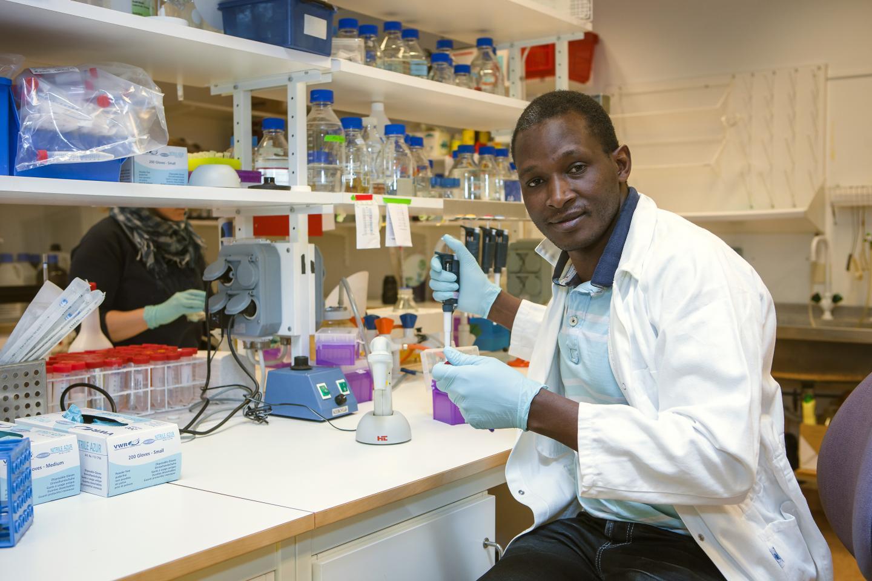 Bacteria in pneumonia attack using bleaching agent | EurekAlert! Science News
